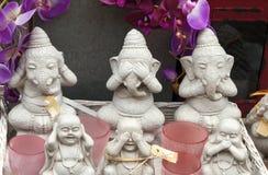 Vários estátuas e vasos de buddha imagem de stock royalty free