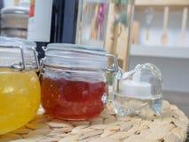 Vários frascos do doce do fruto Fotos de Stock Royalty Free