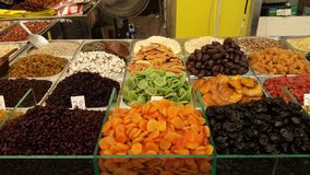 Vários frutos secos no mercado Foto de Stock Royalty Free