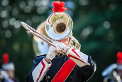 Vários instrumentos e detalhes de uma faixa da música da formação orquestral de intrumentos de sopro Fotos de Stock