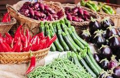 Vários legumes frescos coloridos no mercado de fruto, Catania, Sicília, Itália fotos de stock royalty free