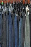 Vários modelos das calças de brim foto de stock