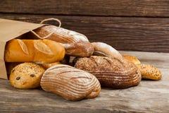 Vários nacos do pão no saco Imagem de Stock