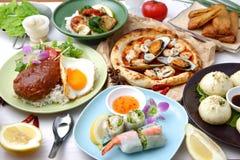 Vários pratos no mundo fotos de stock royalty free