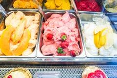 Vários sabores do gelado do gelato Imagens de Stock