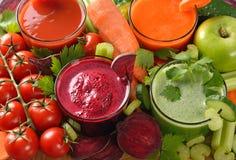 Vários sucos dos legumes frescos Fotografia de Stock