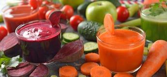 Vários sucos dos legumes frescos Foto de Stock Royalty Free