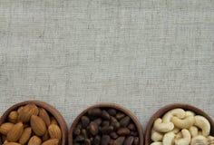 Vários tipos das porcas na textura da tela Fotografia de Stock