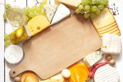 Vários tipos de beira do queijo Imagens de Stock Royalty Free