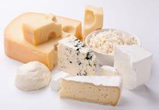 Vários tipos de queijos. Fotos de Stock