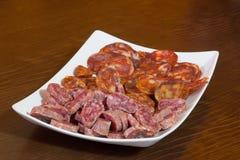 Vários tipos de salame, de salsicha e de presunto espanhóis Imagens de Stock Royalty Free