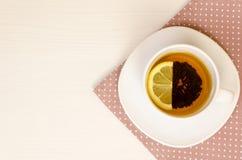 Vários tipos do chá na tabela de madeira Fotos de Stock Royalty Free