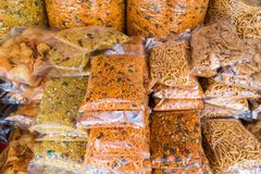 Vários tipos do muruku empacotado, alimento indiano popular em Malaysi fotografia de stock