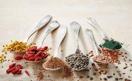 Vários tipos dos superfoods imagem de stock