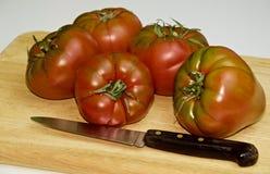 Vários tomates do raf em uma placa Foto de Stock Royalty Free