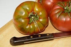 Vários tomates do raf em uma placa Fotos de Stock Royalty Free