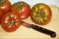 Vários tomates do raf em uma placa Imagens de Stock