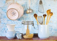Vários utensílios da cozinha do vintage Foto de Stock Royalty Free