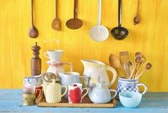 Vários utensílios da cozinha do vintage Fotos de Stock