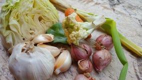 Vários vegetais, ingredientes mas suficiente simples para necessidades nutritivas diárias imagens de stock