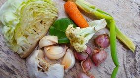 Vários vegetais, ingredientes mas suficiente simples para necessidades nutritivas diárias imagem de stock
