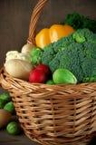 Vários vegetais na cesta Fotografia de Stock Royalty Free