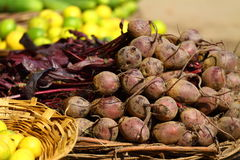 Vários vegetais no mercado vegetal. foto de stock royalty free