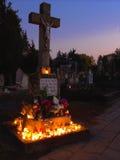 VÃ ¡ c匈牙利, 30 10 2015年公墓在夜之前在万灵日 库存照片