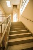Vão das escadas e saída de emergência na construção Imagens de Stock Royalty Free