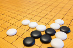 Vão o jogo ou o jogo de mesa do chinês de Weiqi Foto de Stock