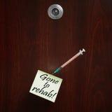 Väck till rehab! En anmärkning som klämmas fast till en dörr Fotografering för Bildbyråer