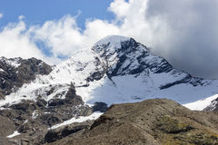 Väderhändelse Convective moln i berg Arkivbild