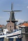 Väderkvarn De Adriaan, Haarlem, Nederländerna Arkivfoton