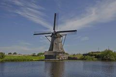 Väderkvarn för Kinderdijk stentegelsten Arkivfoton