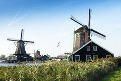 Väderkvarn för två Zaandijk Royaltyfria Bilder