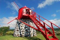 Väderkvarn i azores Arkivfoto