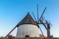 Väderkvarn i Cavo de Gata Royaltyfri Foto