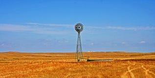 Väderkvarn i Fairburn South Dakota arkivbild