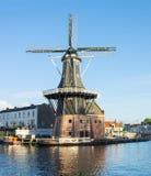 Väderkvarn i Haarlem, Nederländerna royaltyfri foto