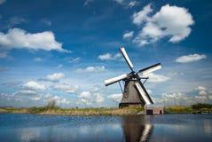 Väderkvarn i Holland Royaltyfria Bilder