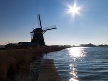 Väderkvarn i södra Holland, Nederländerna Arkivfoto