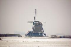 Väderkvarn i snön Royaltyfria Bilder