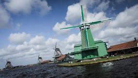 Väderkvarn nära Amsterdam Royaltyfri Bild