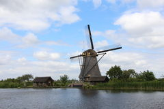 Väderkvarn på Kinderdijk, Holland Royaltyfri Foto