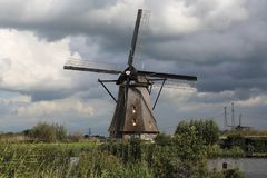 Väderkvarn på Kinderijk, Holland Arkivbilder
