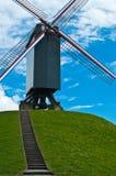 Väderkvarn på kullen Royaltyfri Fotografi