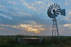 Väderkvarn på soluppgång Royaltyfri Bild