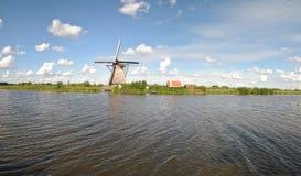 Väderkvarnar av Kinderdijk 3 Royaltyfri Fotografi
