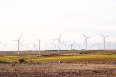 Väderkvarnar för elkraftproduktion i Spanien fotografering för bildbyråer