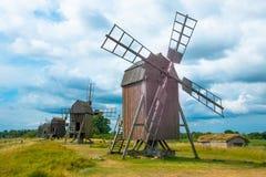 Väderkvarnar i öland Royaltyfria Bilder